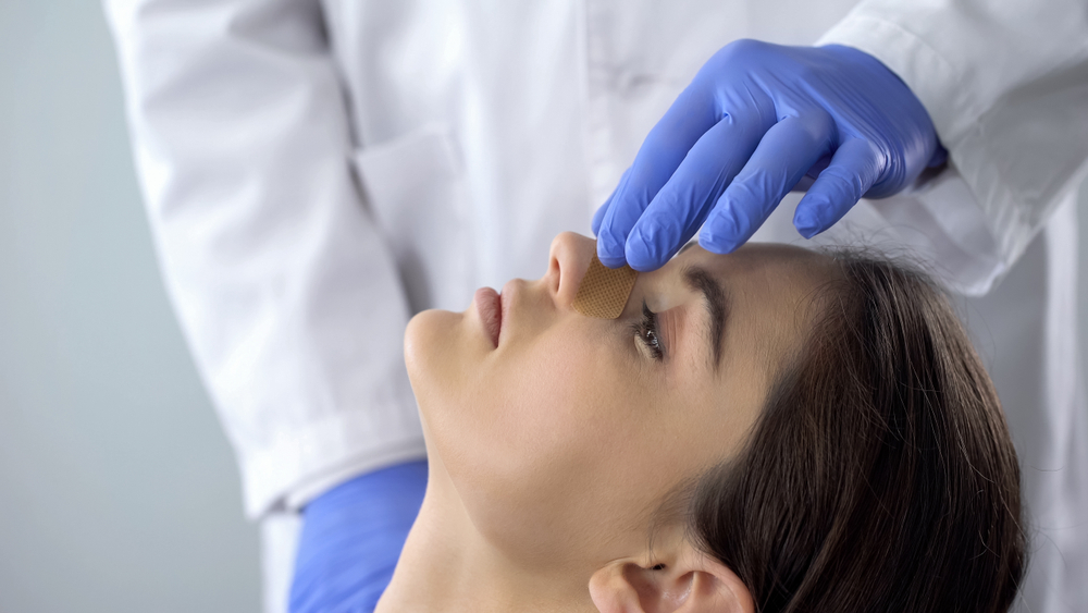How to Manage Swelling in Your Nose After a Rhinoplasty